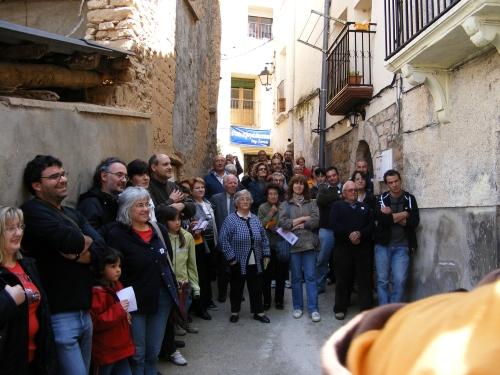 Los asistentes a la ronda poética llenan nuestra calle